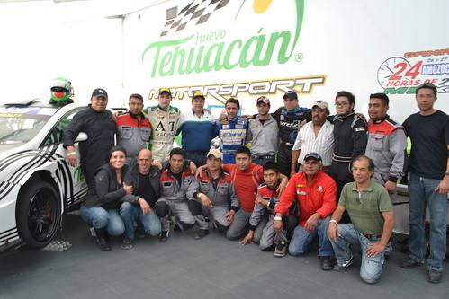 Sergio Fresnillo de Pablos, sexto arriba por la izquierda, junto al equipo HTM Motorspot 2012