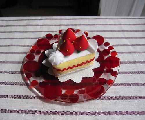 イチゴのショート(フェルト)をのせてみました・・・ by Poran111