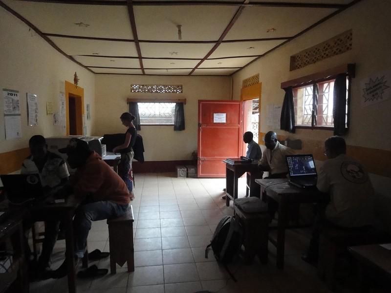 Cyber Café Ste Madeleine em Aru na RDC