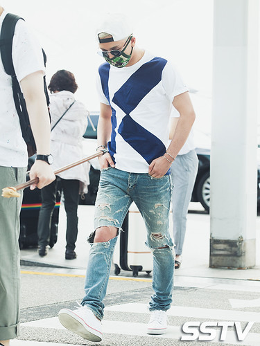 BIGBANG Incheon Airport to Shanghai Press 2015-06-19 033