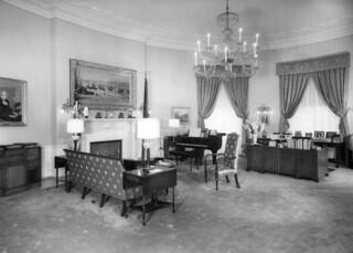 President Harry S. Truman's Study, Second Floor Oval Room , 07/29/1952