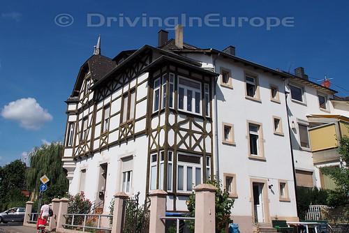 ドイツ 道路脇の家並み