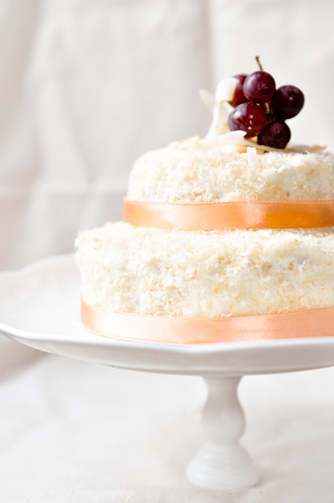 Coconut cake with Meringue mascarpone frosting