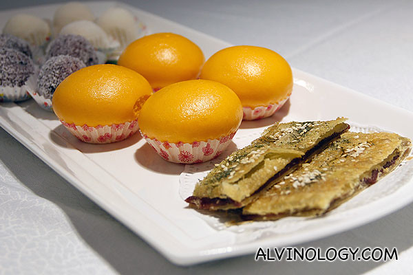 甜品诱惑 Sweet's temptation ($20 for 4 pax) – this includes the Glutinous Rice Dumpling with Yam Paste Stuffing, Shredded Coconut; Glutinous Rice Dumpling with Fresh Cream Stuffing; Steamed Custard Bun, Salted Egg Yolk; Bay's Chinese Pancake, Red Bean Paste