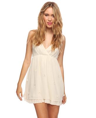 Floral applique cream dress 26.90usd x 1.42