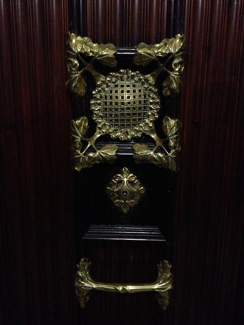 Door knocker and peephole pointy house casa flickr photo sharing - Peephole door knocker ...