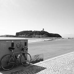 江ノ島と自転車。