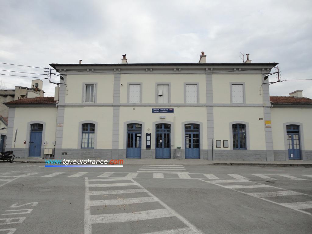 Vue de la façade principale de la gare SNCF de Manosque