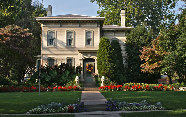 beautiful home beautiful landscape quincy illinois