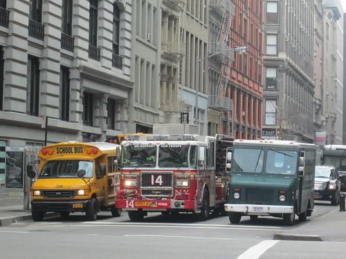School Bus & FDNY, NYC. Nueva York