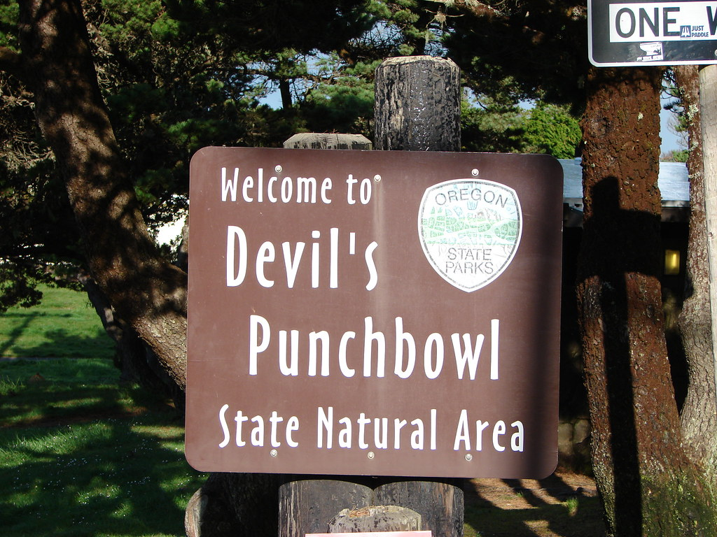 Devil's Punchbowl Trailhead