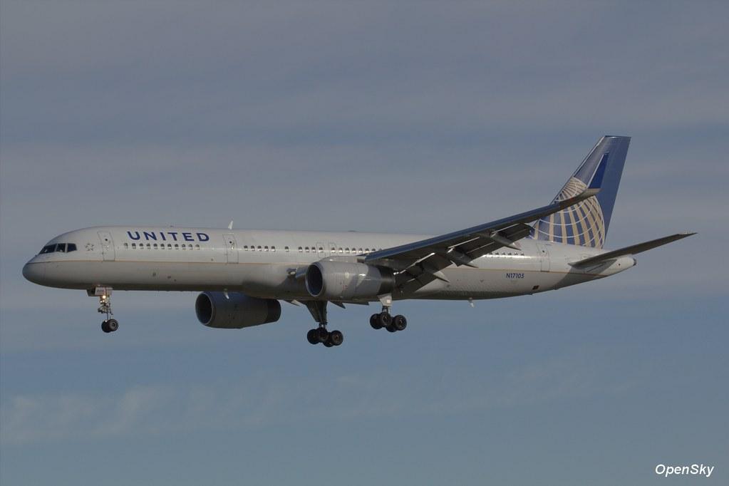 United Airlines Boeing 757-224(WL) N17105 (cn 27295)
