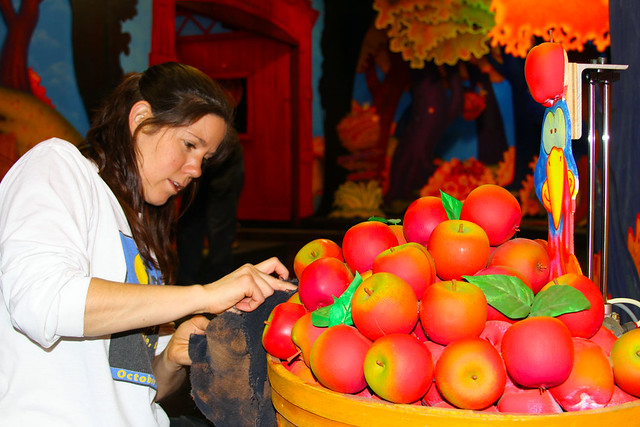 Cleaning the apples at Gobbler Getaway