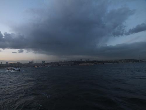 Isztambul naplemente viharral