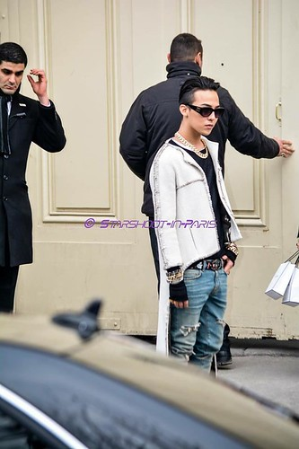G-Dragon - Chanel Fashion Show - 27jan2015 - StarshootinP - 07