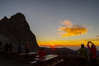 槍ヶ岳山荘からの夜明け