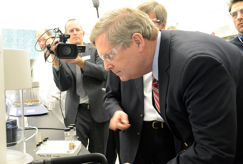 Agriculture Secretary Tom Vilsack tours Renmatix's state-of-the-art bioindustrial facility at Renmatix headquarters in King of Prussia, PA on Friday, Jan. 11, 2013, and to commission the company's new multiple-feedstock processing BioFlex Conversion Unit. Photo property of Renmatix.