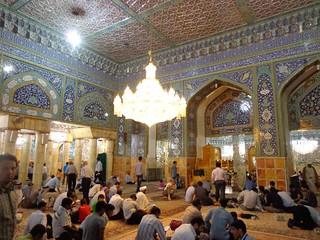 Sala de reza junto ao túmulo de Fatima Masumeh em Qom
