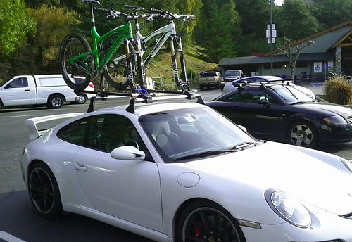 Porsches with car racks, again