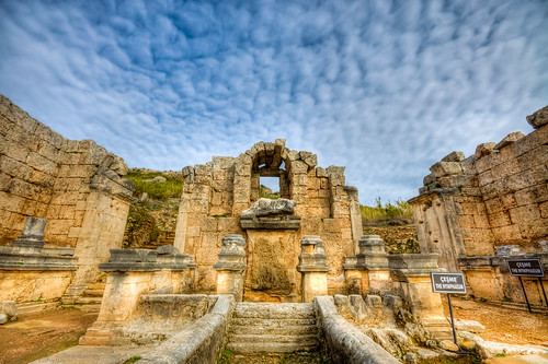 trip travel cloud history fountain turkey bravo roman türkiye ruin antalya archeology harabe bulut perge turkei arkeoloji seyahat çeşme tarih nympheaum mygearandme