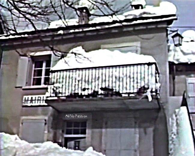 Mairie d'un village du Midi ensevelie sous la neige des 30 et 31 janvier 1986 météopassion