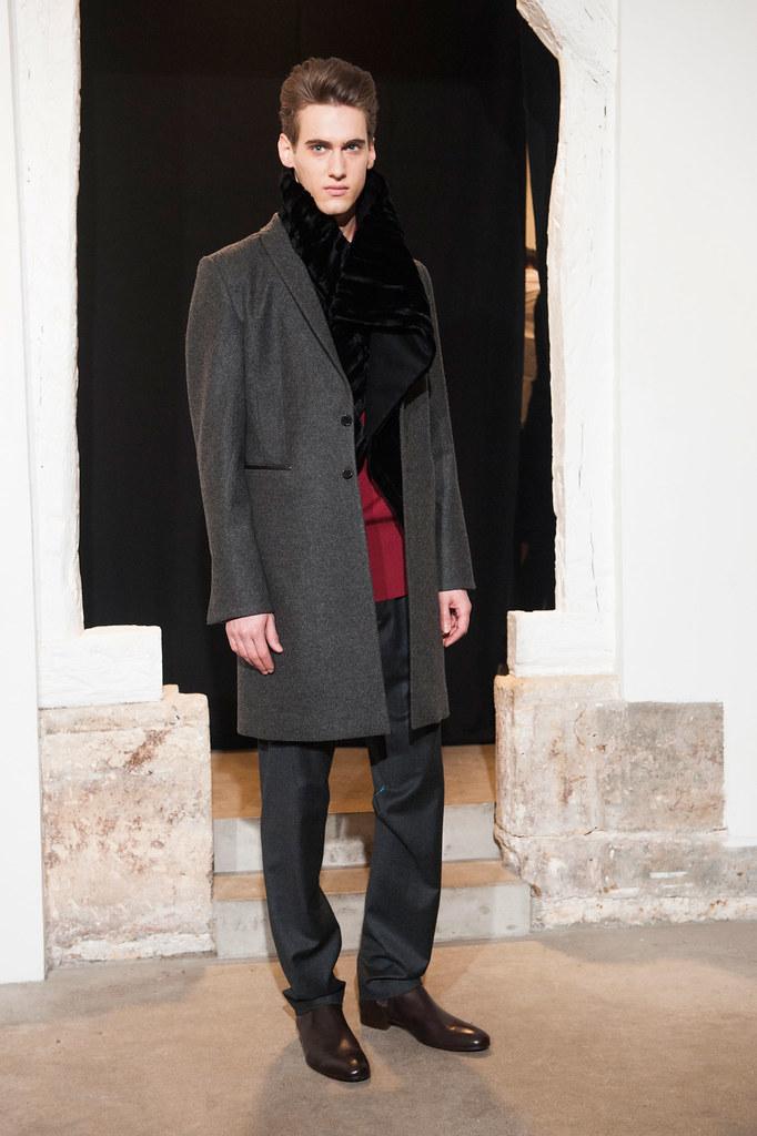 Robin Barnet3030_FW13 Paris Gustavolins(fashionising.com)