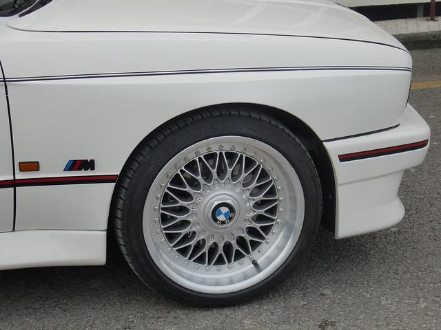 LLANTA Y LOGO BMW M