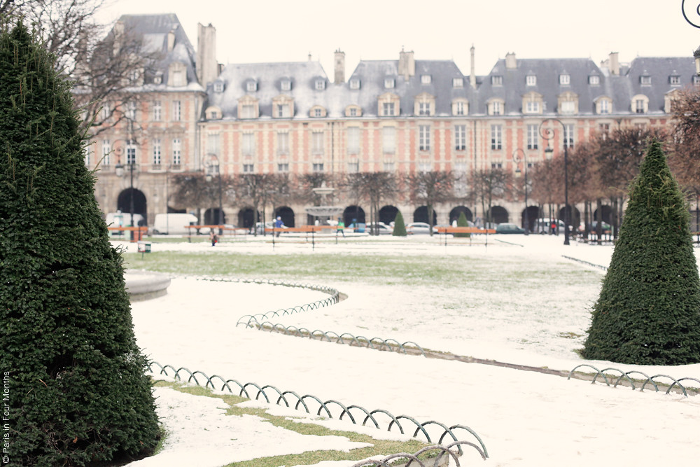 Snow at Place des Vosges