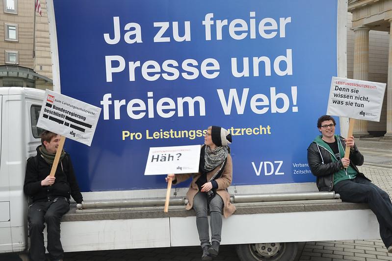 """Abmahnwache zum Leistungsschutzrecht - Quelle """"netzpolitik.org"""""""