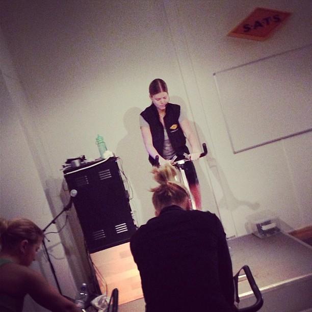 Vilken übermenschen den där @sparkibaken! Vidriga och härliga 45 min. #träning #spinning