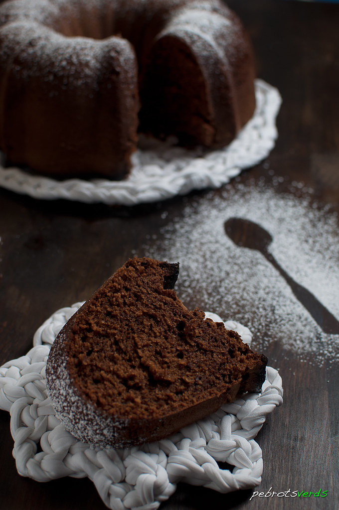 20120325_bundt_cake_2_chocolates