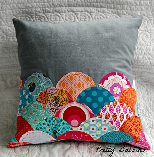 curves class clamshell cushion