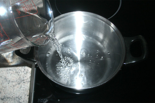 05 - Wasser in Topf geben