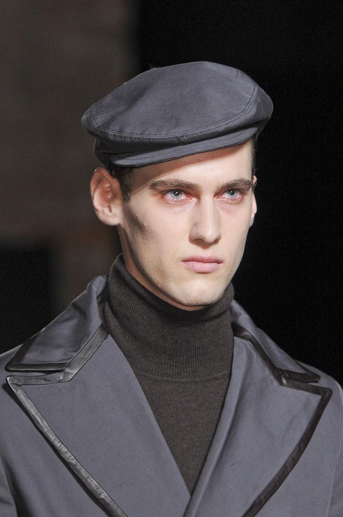 Robin Barnet3027_FW13 Milan Daks(fashionising.com)