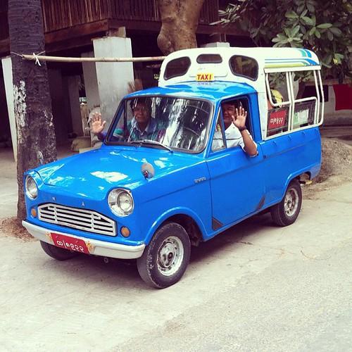 Myanmar Taxi 緬甸的士,藍色小小的:)