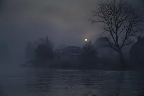 england mist fog mystery thames dawn frost unitedkingdom gothic nelson surrey riverthames middlesex weybridge shepperton nauticalia battleofthenile sheppertonlock