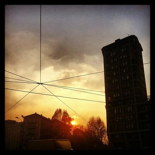 [#Torino] Cavi in fiamme - Piazza Statuto.