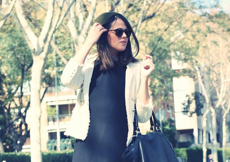 Look vestido negro + chaqueta chanelera - Monicositas