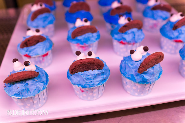 Sesame Street Character Breakfast at Universal Studios Singapore - Cookie Monster cupcakes