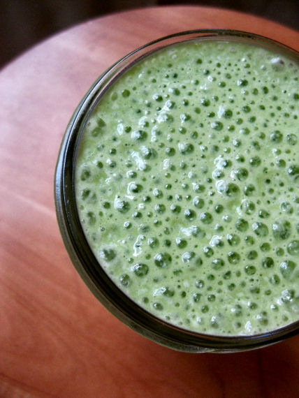 Frothy Kale and Peach Smoothie