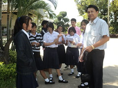 กลุ่มนักเรียนที่มาพร้อมความอยากรู้