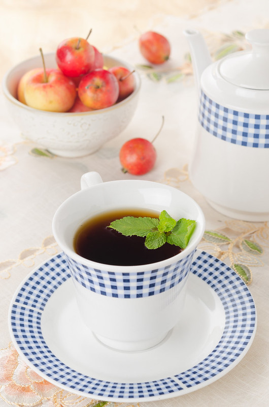 mint tea and apples