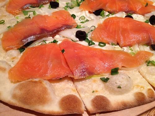 煙煄鮭魚德式薄餅