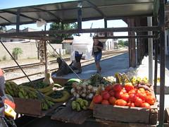 2013-01-cuba-207-camaguey-street stall