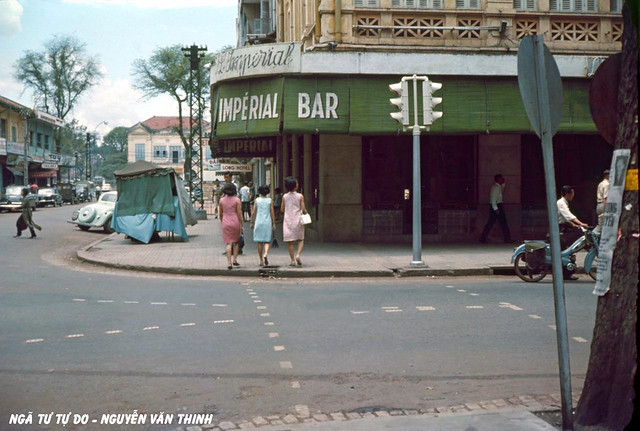 Saigon 1967 - Street Corner Scene - Impérial Bar - Ngã tư Tự Do-Nguyễn Văn Thinh