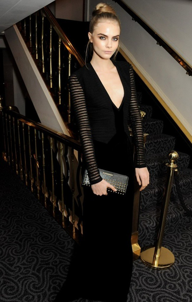 3 Cara Delevingne wearing Burberry at the 58th London Evening Standard Theatre Awards