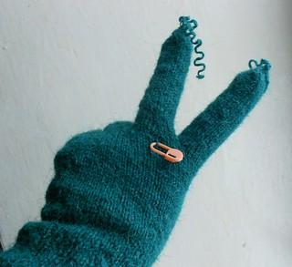 перчатка два пальца