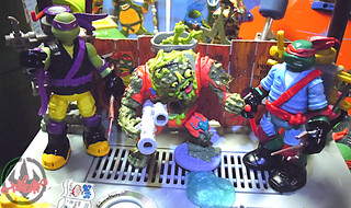 "Nickelodeon ""MUTAGEN OOZE"" TEENAGE MUTANT NINJA TURTLES :: OOZE TOSSIN' RAPH & OOZE SCOOPIN' DONNIE xiv // .. with MUCKMAN & JOE EYEBALL  '90 (( 2013 ))"