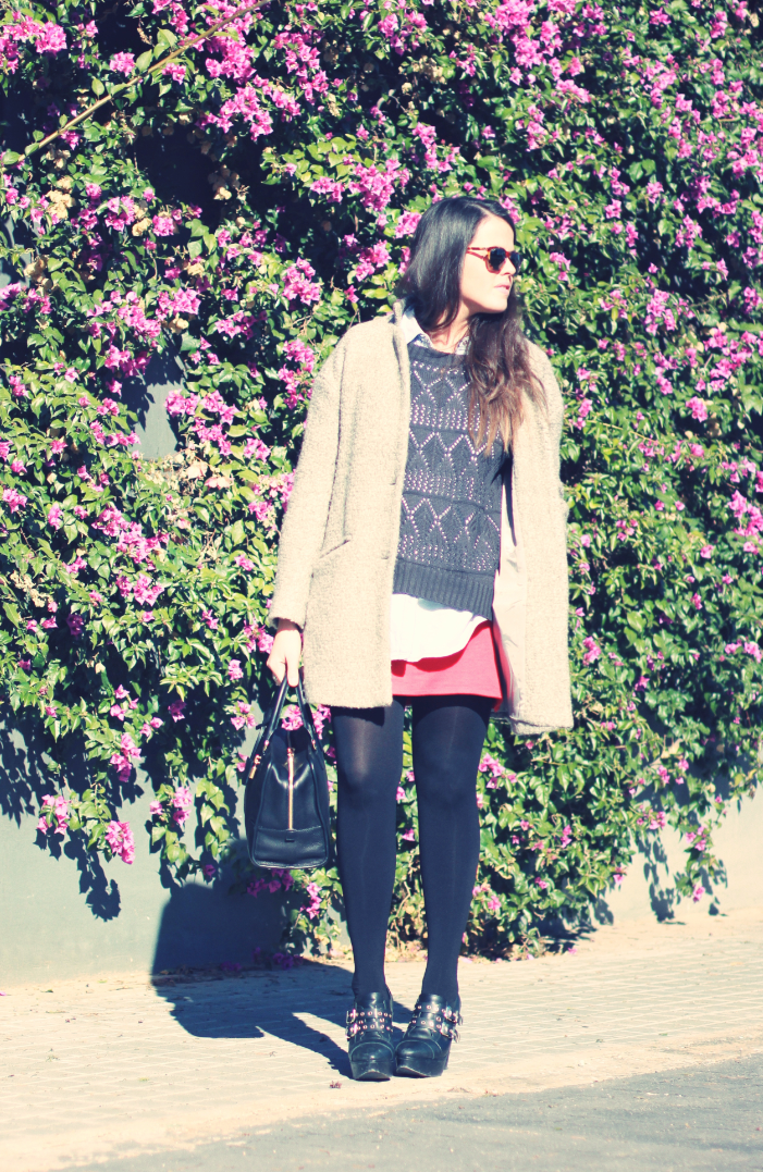LOOK: Falda roja + denim + negro