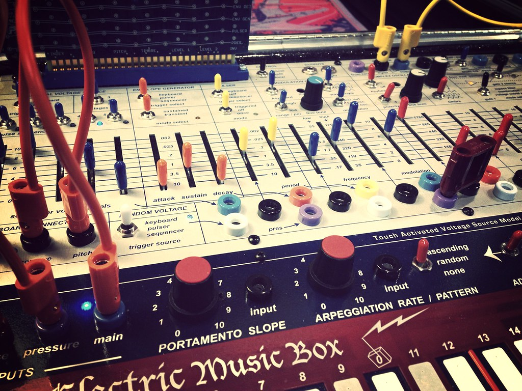 MUFF WIGGLER :: View topic - Buchla Easel observations, reviews, and